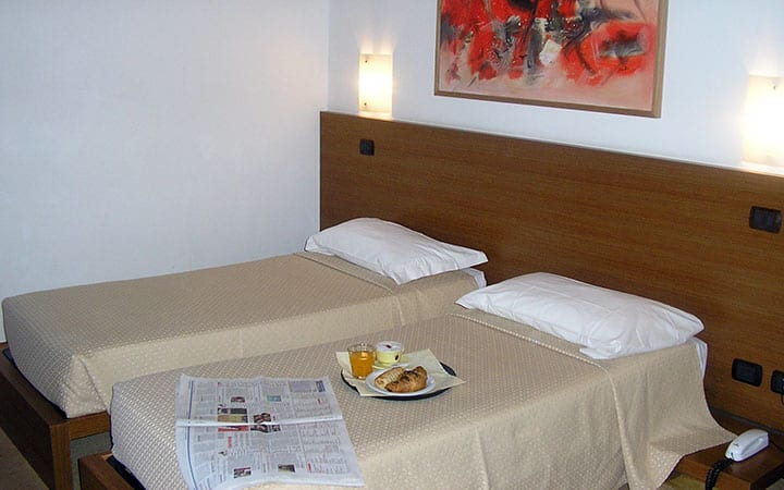 Camera Matrimoniale A Udine.Camera Doppia Letti Singoli Hotel Quo Vadis Udine